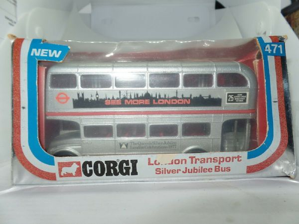 Corgi 471 1/64  Routemaster Bus London Transport Silver Jubilee Red Cantrail MIB